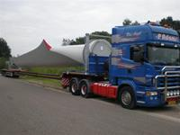 Flat-deck semi trailers